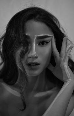 Self portrait - be art Emotional Photography, Human Photography, Creative Portrait Photography, Portrait Photography Poses, Tumblr Photography, Creative Portraits, Self Portraits, Female Body Photography, Profile Photography