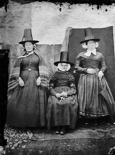 My mother (sitting), Shan y Lliwdy and Bontfaen maid | Flickr - Photo Sharing!