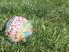 DIY Father's Day gifts from the kids: painted softball craft