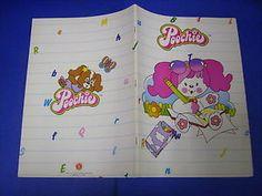 Il quaderno di Poochie! Ricordo ancora quando la mia mamma me ne ha portati due all'uscita da scuola, il primo giorno...