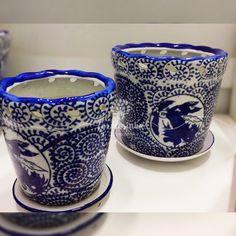 Cachepôs com estampas chinesas para deixar sua mesa decorada ainda mais linda. Para decoração de festas com temas branco e azul, casamento na praia ou no campo