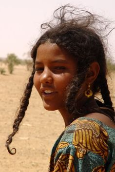 Kel Tamasheq/ Tuareg people of the Sahel & Sahara: Niger, Burkina Faso, Mali, Algeria and Libya. Pretty People, Beautiful People, Skin Girl, Tuareg People, African Culture, Belleza Natural, African Hairstyles, African Beauty, People Photography