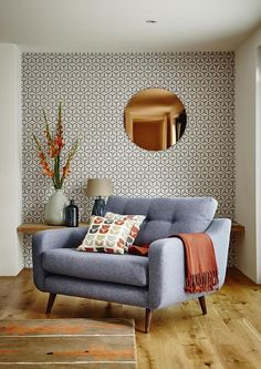 Round Copper Wall Mirror and Wallpaper Combination Modern Living Room. Round Copper Wall Mirror and Wallpaper Combination Modern Living Room. Mid Century Modern Living Room, Mid Century Modern Design, Living Room Modern, Home Living Room, Living Room Designs, Modern Living Room Wallpaper, Small Living, Living Area, Cozy Living