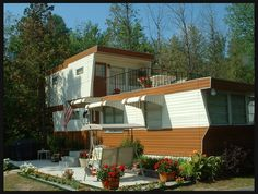 vintage trailer home. Love the second story deck! I can see myself living in one like this Mobile Home Parks, Mobile Home Living, Home And Living, Mobile Home Roof, Remodeling Mobile Homes, Home Remodeling, Camper Remodeling, Bathroom Remodeling, 2 Story Mobile Homes