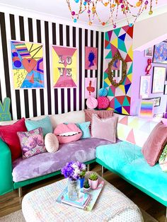House Tour: A Crazy and Colourful Pop Art Inspired Rental in Sheffield Apartment Living Room Art Colourful crazy House Inspired Pop Rental Sheffield Tour Best Living Room Wallpaper, Room Wallpaper Designs, Pop Art Wallpaper, Bedroom Wallpaper, Wallpaper Ideas, Living Room Designs, Living Room Decor, Bedroom Decor, Pop Art Bedroom