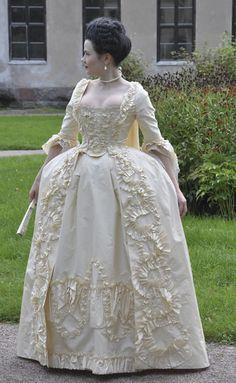 Hand painted robe à la Française, 1750's-1770's c. 1760 Jesuit 1770's robe à la Polonaise à coqueluchon c. 1790 sil...
