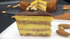 Suksessterte The success tart looks impressive with three layers of almond bottoms, three layers of yellow cream and chocolate glaze on top. Marit Hegle takes you through the recipe step by step. Baking Recipes, Cake Recipes, Dessert Recipes, Desserts, Norwegian Food, Norwegian Recipes, Pie Crumble, Types Of Cakes, Piece Of Cakes