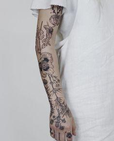 Search inspiration for a Blackwork tattoo. Herb Tattoo, Botanisches Tattoo, M Tattoos, Flower Tattoos, Black Tattoos, Body Art Tattoos, Sleeve Tattoos, Cool Tattoos, Simplistic Tattoos