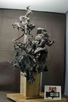 Yuan Xing Liang is a Chinese artist who makes incredible surrealistic clay sculptures. Asian Sculptures, Art Nouveau, Transformers, Wow Art, Sculpture Clay, Dark Fantasy Art, Aboriginal Art, Chinese Art, Clay Art