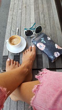 Letní pohoda i bez ponožek,  ale když už je budete potřebovat,  tak klikněte na www.sububi.cz Fashion, Moda, Fashion Styles, Fashion Illustrations
