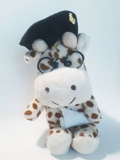 giraffe university graduate plushy stuffed animal, used in VGC #Unbranded University Graduate, Plushies, Giraffe, Graduation, Snoopy, Teddy Bear, Animals, Ebay, Felt Giraffe