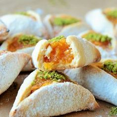 Yummy cookies that can go to tea and coffee. Tea Time Snacks, Snacks Für Party, Jam Cookies, Yummy Cookies, Coffee Cookies, Good Food, Yummy Food, World Recipes, Turkish Recipes
