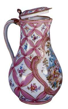 VERSAILLES - A Sèvres porcelain jug in pink Pompadour