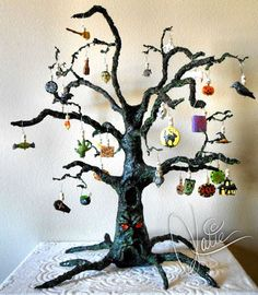 I just finished my Halloween Advent Calendar. I sculpted the tree using PAPER MA… – 2019 - Paper ideas Diy Halloween Tree, Polymer Clay Halloween, Halloween Village, Diy Halloween Decorations, Holidays Halloween, Polymer Clay Ornaments, Halloween Paper Crafts, Halloween Pictures, Paper Mache Tree