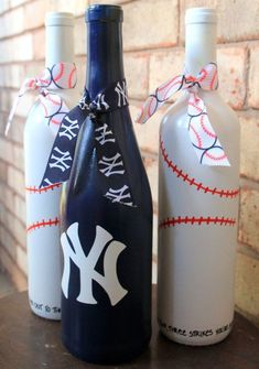 New York Yankees wine bottles NY Yankees by TheAnchoredElephant #decoratedwinebottles
