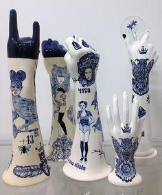 blue hands in ceramic Evelyn Tannus – Ceramic Art, Ceramic Pottery Sculptures Céramiques, Sculpture Art, Ceramic Sculptures, Ceramic Clay, Ceramic Pottery, Royal Dutch, Arte Popular, Art Plastique, Art Inspo