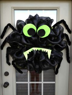Halloween Spider Deco Poly Mesh Wreath - I am going to make several of these with the smallest form to put around my front porch Halloween Door, Halloween Spider, Holidays Halloween, Halloween Crafts, Halloween Decorations, Halloween Wreaths, Halloween Clothes, Costume Halloween, Wreath Crafts