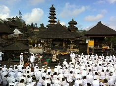 """Templi di Bali, tra religione e """"trappole per turisti"""""""