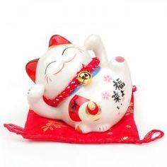 Maneki Neko - petite statue de chat japonais, couché