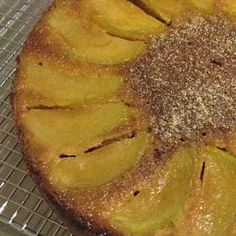 Perfectly moist and full of apple and spices, this upside down cake is pretty and scrumptious on it& own or served with a dollop of cream - yum! Thermomix Recipes Healthy, Thermomix Desserts, Healthy Eating Recipes, Bakery Recipes, Sweets Recipes, Fruit Recipes, Recipe Using Apples, Upside Down Apple Cake, Sweet Treats