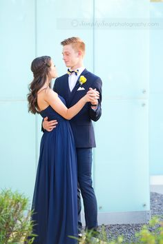 It's that time of year! Prom Photos are showing up in photographer feeds all around the nation! I just loved how these two sweet high School teens just spontaneously danced during their prom pictures! Such a cute couple, such an unforgettable evening!