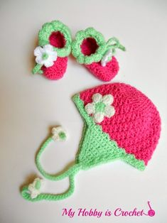 """These cute crochet baby booties are part of the """"Blooming Strawberry"""" Baby Set, among the Blooming Strawberry Earflap Hat . Crochet Baby Hats Free Pattern, Crochet Baby Bonnet, Bag Crochet, Crochet Gratis, Crochet Amigurumi, Crochet Baby Clothes, Crochet Beanie, Cute Crochet, Crochet Patterns"""