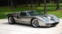 Super Sleek Silver-Black Ford GT40