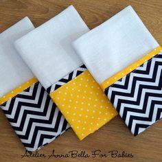 Kit paninhos de boca Chevron Marinho e Amarelo Dish Towel Crafts, Dish Towels, Hand Towels, Tea Towels, Kitchen Linens, Kitchen Towels, Draps Design, Sewing Crafts, Sewing Projects