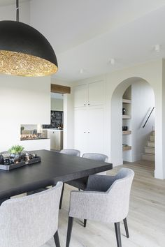 Contemporary design style you can't miss. Want to make a contemporary design trip but it's getting hard to find the destinations? Kitchen Table Chairs, Diy Dining Table, Table Lamps, Cosy Dining Room, Dining Room Design, Contemporary Home Decor, Contemporary Design, Living Room Modern, Home Living Room