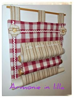 Porta rotoli Storage Hacks, Storage Bins, Diy Kitchen Projects, Projects To Try, Sewing Crafts, Sewing Projects, Small Curtains, Hanging Organizer, Diy Presents