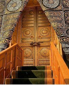 Double Tap the beloved gate of Ka'bah 😍😘❤️❤️❤️ Islamic Wallpaper Hd, Mecca Wallpaper, Allah Wallpaper, Masjid Al Nabawi, Masjid Al Haram, Islamic Images, Islamic Pictures, Motifs Islamiques, Islamic Nasheed