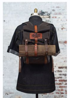 Chef rucksack and knife roll combo Bushcraft, Chef Knife Bags, Diy Kit, Semarang, Leather Projects, Leather Craft, Leather Roll, Leather Working, Kitchen Knives