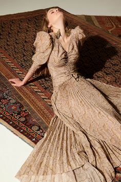 Etro Resort 2020 Fashion Show Collection: See the complete Etro Resort 2020 collection. Look 2 Fashion Week, Fashion 2020, Runway Fashion, High Fashion, Womens Fashion, Fashion Trends, Vogue Fashion, Fashion Show Collection, Couture Collection