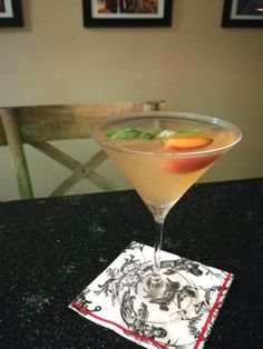 Summer Peach Basil Martini garnished with a peach slice and a sprig of basil from the garden - A Food Lover's Delight Peach Martini, Peach Vodka, Peach Jam, Ripe Peach, Martini Recipes, Peach Slices, Mixed Nuts
