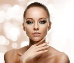 Triumf naturalnej świeżości i zmysłowej kobiecości w makijażu Golden Rose (wiosna – lato 2015)       Zobacz cały artykuł na naszej stronie: http://fashionmedia.pl/2015/03/20/golden-rose-wiosna-lato-2015/  Kategorie: #Kosmetyki, #Make-up, #Uroda Tagi: #EfektMłodzieńczejŚwieżości, #GoldenRose, #KolekcjaWiosnaLato2015, #Naturalność, #PromiennaCera