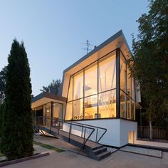 Bold Modern Architecture Details Adorning House N in Moscow