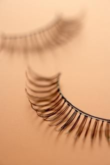 How to Remove Glue From False Eyelashes