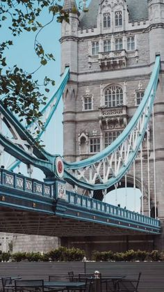 Planning to explore London in a day and not sure what to do? Don't miss this one day in London itinerary - everything you need to know to plan your trip. 24 Hours In London, One Day In London, Things To Do In London, London Eye, Buckingham Palace, Top Attractions In London, London What To See, Safe Journey, Mountain Vacations