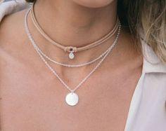 Black Suede Necklace por CaroAccessories en Etsy