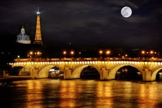 daysanddaze:  A night in Paris by Photomike07 / MDSimages.com