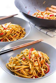 Vegan Stir Fried Udon Noodles This 15 minute stir fry is so easy and so yummy… Vegan Recipes Easy, Veggie Recipes, Asian Recipes, Whole Food Recipes, Vegetarian Recipes, Cooking Recipes, Noodle Recipes, Vegan Vegetarian, Tortas Light