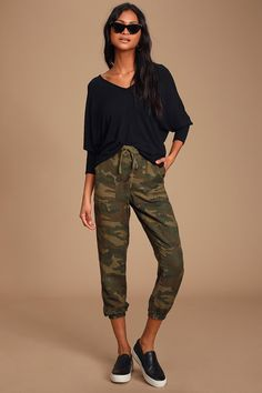 There's no need to stress in the Lulus Carefree Attitude Black V-Neck Dolman Sleeve Top! Stretchy V-neck top with V-back and long dolman sleeves. Tights Outfit, Shirt Outfit, Cute Casual Outfits, Stylish Outfits, Girly Outfits, Black Joggers Outfit, Camo Joggers, Maroon Shirts, Stylish Clothes For Women