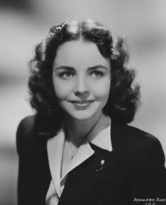 Born 1919 as Phylis Lee Isley in Tulsa, Oklahoma, American actress Jennifer Jones worked as a model in her youth before transitioning to act. Hollywood Cinema, Hollywood Star, Hollywood Walk Of Fame, The Towering Inferno, Mental Health Education, John Huston, Norma Shearer, Jennifer Jones, Hollywood Boulevard