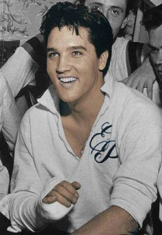 ♡♥Elvis fractures his right pinkie finger on Oct 17th,1960 playing touch football at Graceland. Elvis wears the shirt he gave away to Maudie Hayes. Maudie Hayes was the wife of the co-owner of a car dealership in Memphis. Elvis borrowed her station wagon to transport his football team to the field. When Elvis returned the car he had left his shirt in it. When Mrs.Hayes told Elvis Presley about it he told her to keep the shirt♥♡