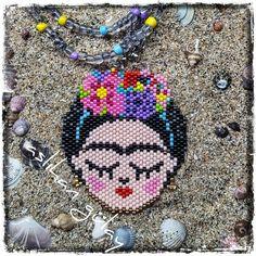 Thanks God It's Frida'y! Orijinal desen @sibelinelsanatlari 'na aittir ve dert görmeyeceğini umduğumuz ellerine sağlıktır ♀️ #peyotestitch #seedbeads #beads #perline #delice #miyuki #pendant #brickstitch #perlesmiyuki #beadwork #peyotestitch #perlesaddict #beading #miyukiteknigi #beadstitching #beadedfrida #fridakahlo #kahlo #fridapattern
