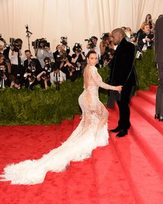 Pin for Later: Um, Kim Kardashian Aurait-Elle Volé la Robe de Beyoncé?