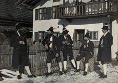 A group of men stand outside in the snow in Werdensfelser costumes. Location: Garmisch-Partenkirchen, Bavaria, Germany. #Werdenfels