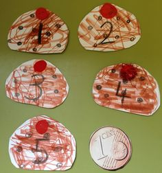 French for Toddlers: 5 brioches aux raisins... the popular 5 currant buns song translated into French and an accompanying craft activity