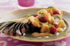 Kijk wat een lekker recept ik heb gevonden op Allerhande! Gevulde ananas met mangosaus