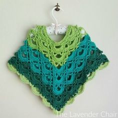 Gemstone Lace Toddler Poncho - Free Crochet Pattern - The Lavender Chair MaisThis Gemstone Lace Poncho (Kids) is so pretty! It is worked up a lot like the Virus Poncho that is all the rage. I love the gemstone lace stitch. Crochet Girls, Crochet For Kids, Crochet Poncho Patterns, Knitting Patterns, Crochet Baby Poncho, Crochet Toddler Dress, Ponchos Boho, Crochet Crafts, Crochet Projects
